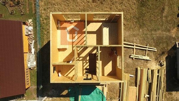 Собраны стены и перегородки второго этажа дома #ультрасип_всеволожск 👍 Он строится по модифицированному проекту Новоселье https://ultrasip.ru/proektyi/proekt-novosele.html
