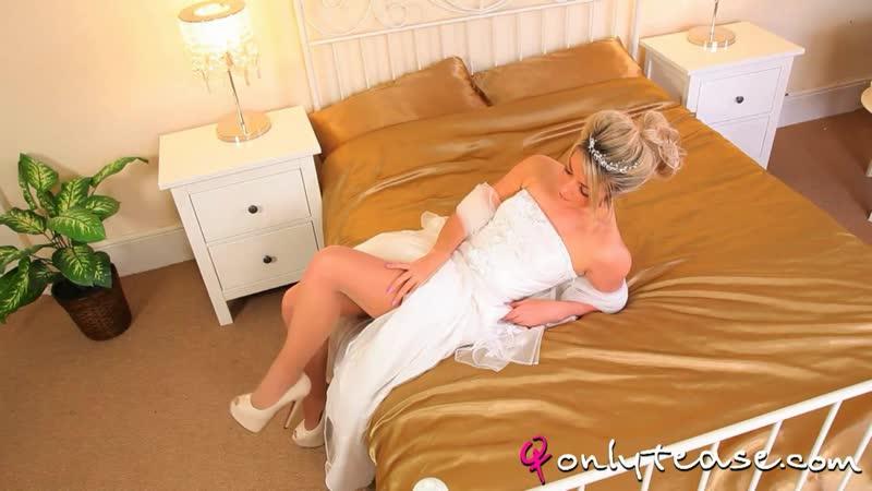 Сексуальная невеста Tillie Feather в белом