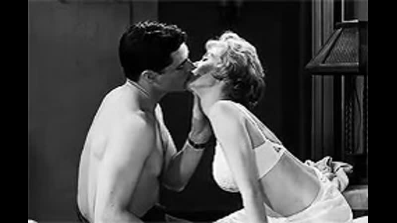 Страстные поцелуи хороши лишь между любовниками, а навязывать их дружбе - значит осквернять ее.