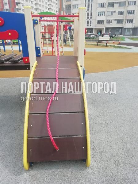 Игровые комплексы починили в двух дворах на Покровской улице