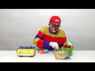 Клоун Дима спасает Свинку Пеппу от Ам Няма. Супергерой - Железный Человек. Видео с игрушками.