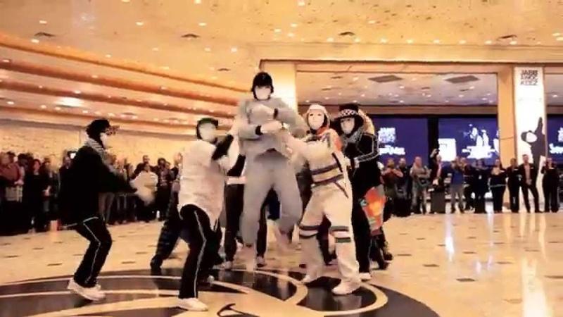 Jabbawockeez Uptown Funk Flashmob at MGM Grand Hotel Casino