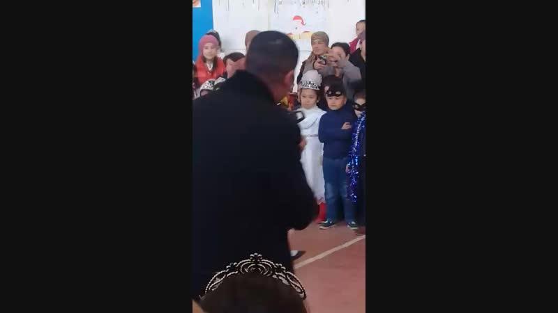 Малчик танцуют валс