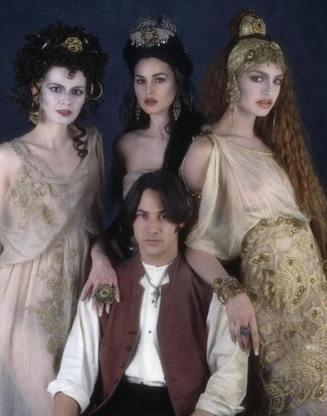 Дракула со своими невестами: Флориной Кендрик, Моникой Беллуччи и Микаэлой Берку Киану Ривз