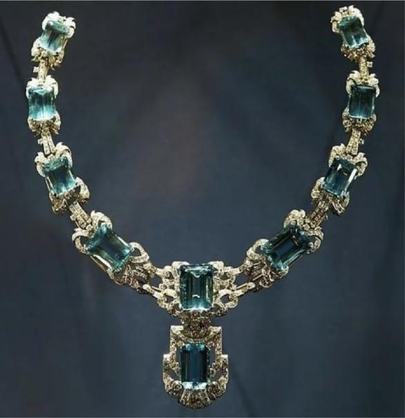 Личные драгоценности Елизаветы II Конечно, королевские регалии видели все. Но какие есть личные драгоценности, сокрытые от лишних взглядовВ статье представлена лишь часть драгоценностей