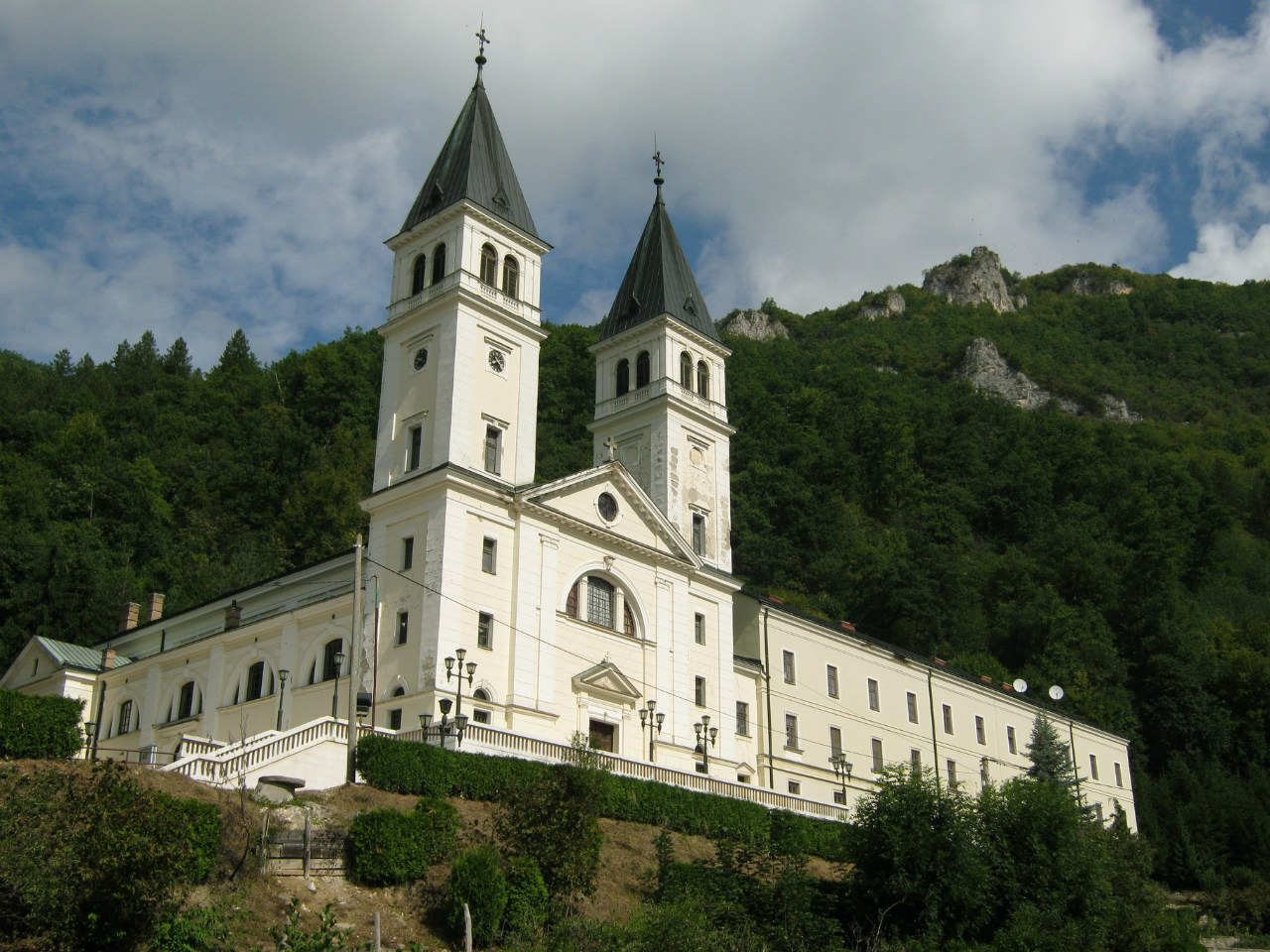 Францисканский католический монастырь ночлег