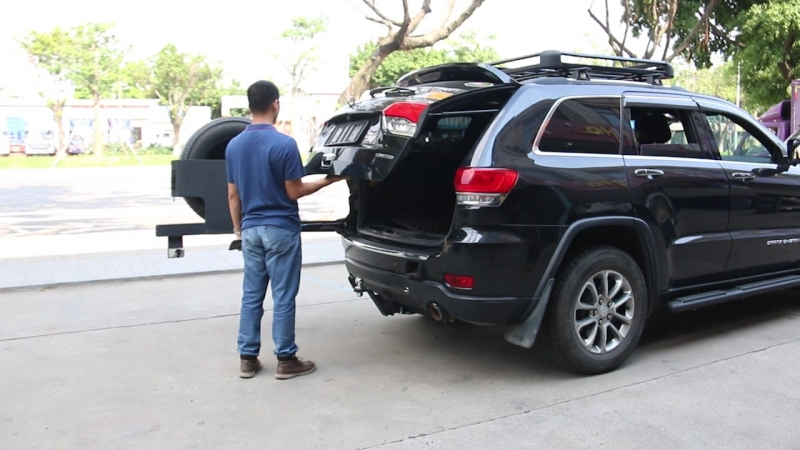 Intelligent anti-pinch electric Tailgate for Jeep Grand Cherokee.