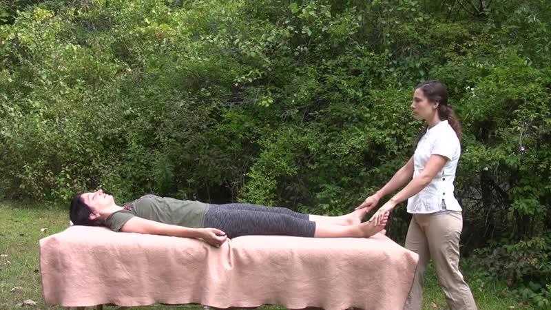 01 Стретчинг-масаж на природе - стопы (Diana Seiler)