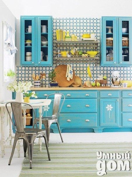 Решились бы на такую пеструю весеннюю кухоньку? :) Умные хозяюшки делают дом уютным! Каждый день!