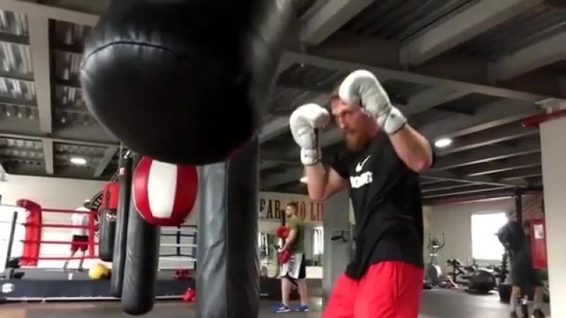 Дмитрий Кудряшов тренируется в боксерском клубе Николая Валуева