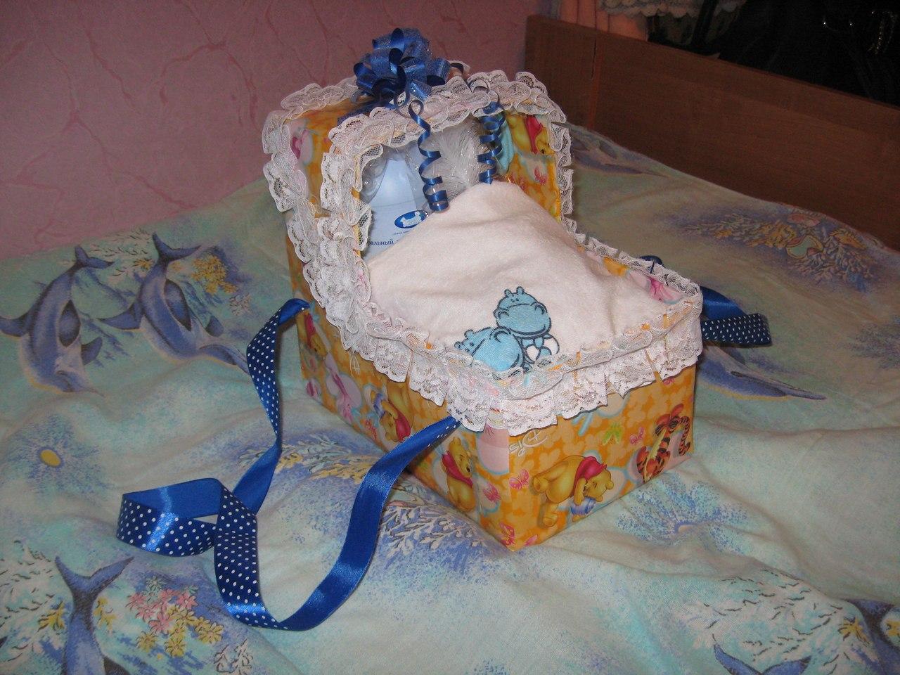 Можно сделать подарок новорожденному сделано своими руками