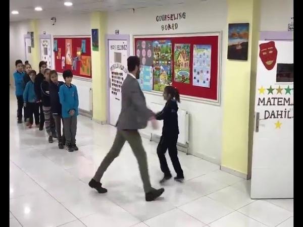 Индивидуальное приветствие преподавателя для каждого ученика 2