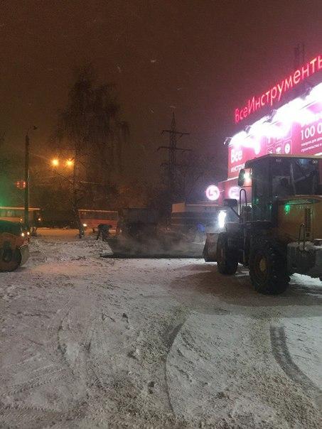B82cG4DkufQ В Нижнем Новгороде кладут асфальт поверх снега - Zercalo.org