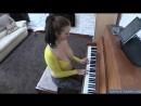 Похотливая мамка с большими сиськами учится играть на пианино