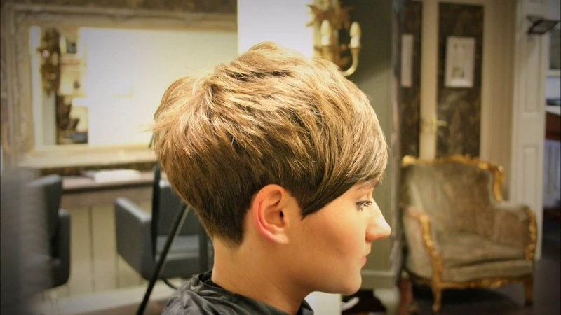 Freehand Clippering no guard Taper Short Pixie Graduated Girls Haircut