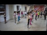 Немного о том , как ставится танец в младшей группе