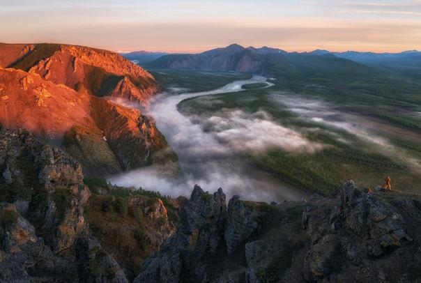 Якутия. 10 слов об Индигирке. В июне прошлого года мне посчастливилось участвовать в уникальной фото-экспедиции по Якутии. Две недели мы провели вдали от цивилизации, в местах, где вечная