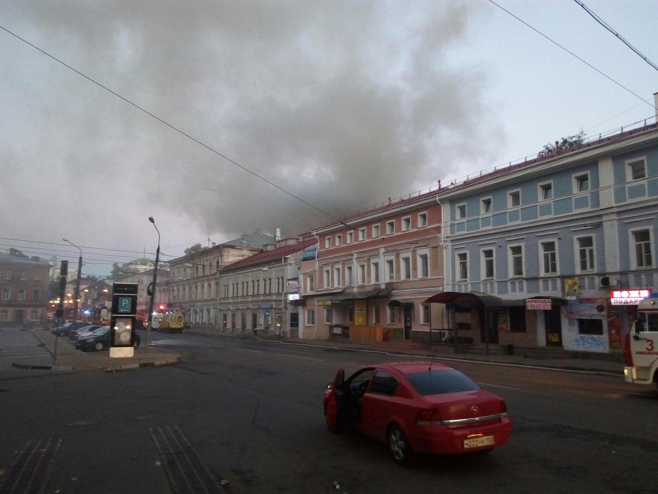 Сильный пожар вдоме наАлексеевской: сгорели квартиры иверанда кафе