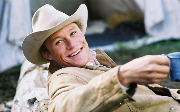 Сегодня Хит Леджер мог бы отметить свой 41-й день рождения Невероятный актер скончался в 2008 году в возрасте 28 лет от передозировки лекарствами, успев подарить миру один из самых