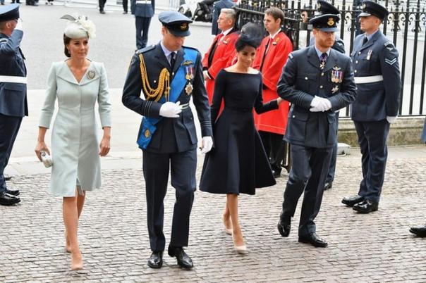 Как Кристиан Диор завоевывал мир высокой моды и доверие британской королевской семьи