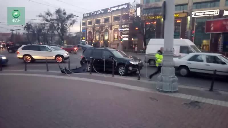 Иномарка столкнулась с автобусом в Калининграде