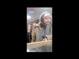 Бабуля выбирает пистолет в магазине «Охотник» (Белгород)