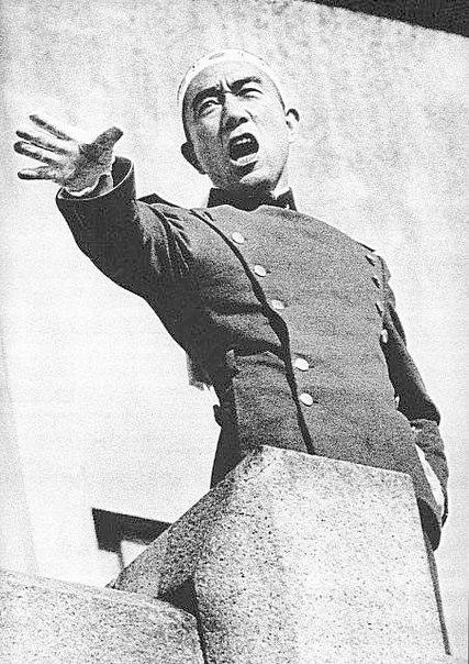 Японская Императорская Армия/ После того, как японские солдаты 5 ноября 1970 г. проигнорировали призыв Мисимы Юкио вернуть власть императору и вернуть ту Японскую империю, которая существовала