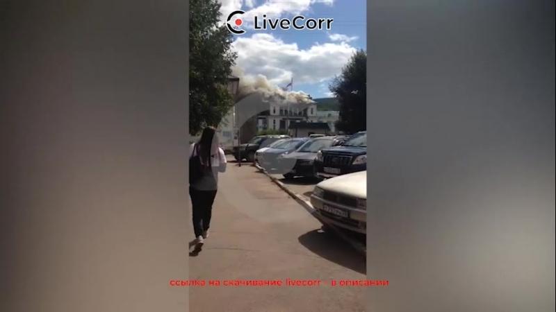 В Усть-Куте полыхает речной вокзал