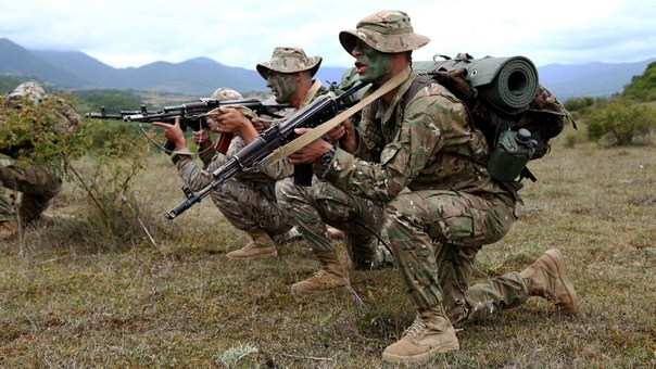 Armée Géorgienne - Page 3 SYI7robZ6Eg