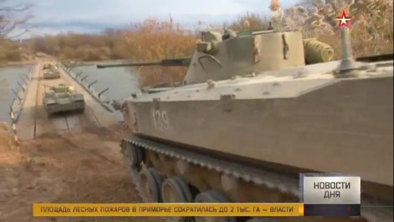Десятки тонн брони и оружия в небе над Уссурийском: уникальные кадры десантирования техники БМД2 ВДВ