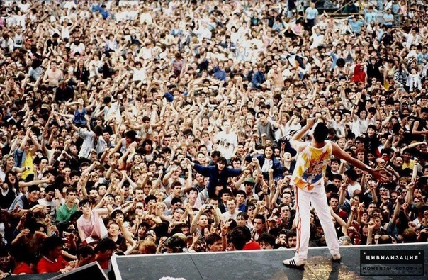 Фредди Меркьюри и 120 000 фанатов на концерте Queen. 1986г.nebworth ParВеликобритания