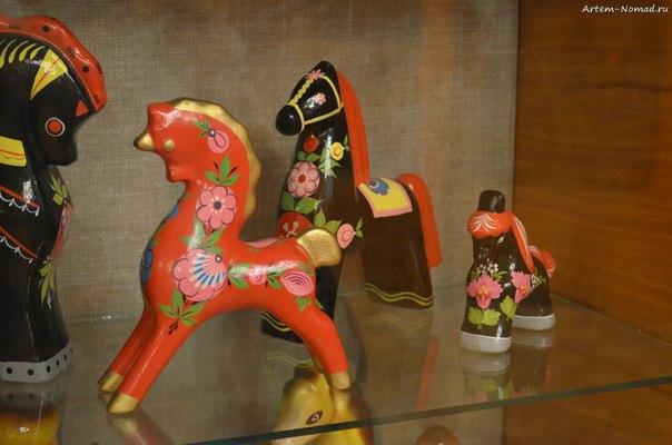 В музее прикладного искусств. Чудо-конь.