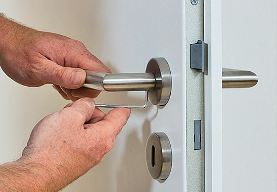 монтаж ручек на межкомнатные двери