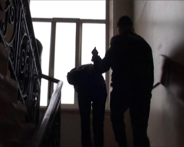 В Таганроге полицейские задержали мужчину, грабившего горожан в подъездах
