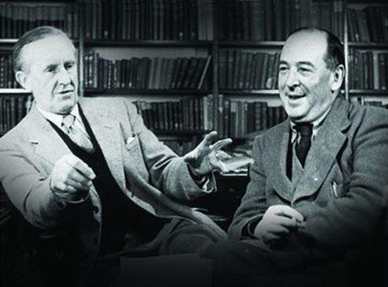 На фото: Слева-Джон Толкиен, справа-Клайв Льюис