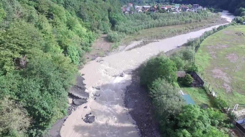 Поиски детей, унесенных водой в Сочи...