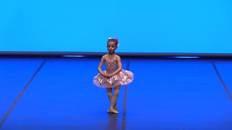 _Coppelia_ - Nina Miró (6 years old) gold medal Va