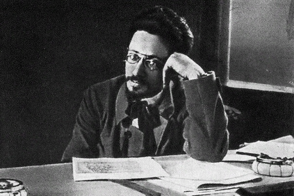 Яков Свердлов Яков Михайлович Свердлов родился 22 мая 1885 года (по некоторым данным - 23 мая). Будущий политический и государственный деятель рос в Нижнем Новгороде. Карьера большевика и