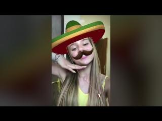Катя Адушкина в маске болельщика Мексики
