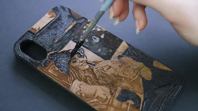 CreecCase Чехол из дерева с лазерной гравировкой и ручной росписью Девушка с собакой