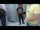 Pegos em flagrante transando no banheiro do Carrefour. Um pai foi ao banheiro com o filho