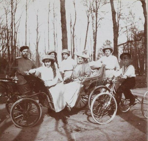 Семейная снимок императорской семьи в парке Царского