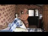 Загорела мамка с классными сиськами заправляет постель после жесткого секса с любовником