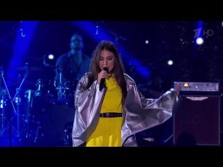 Наша обаятельная и одарённая участница фестиваля ЖАРА Элина Чага с песней «Полетели вниз».