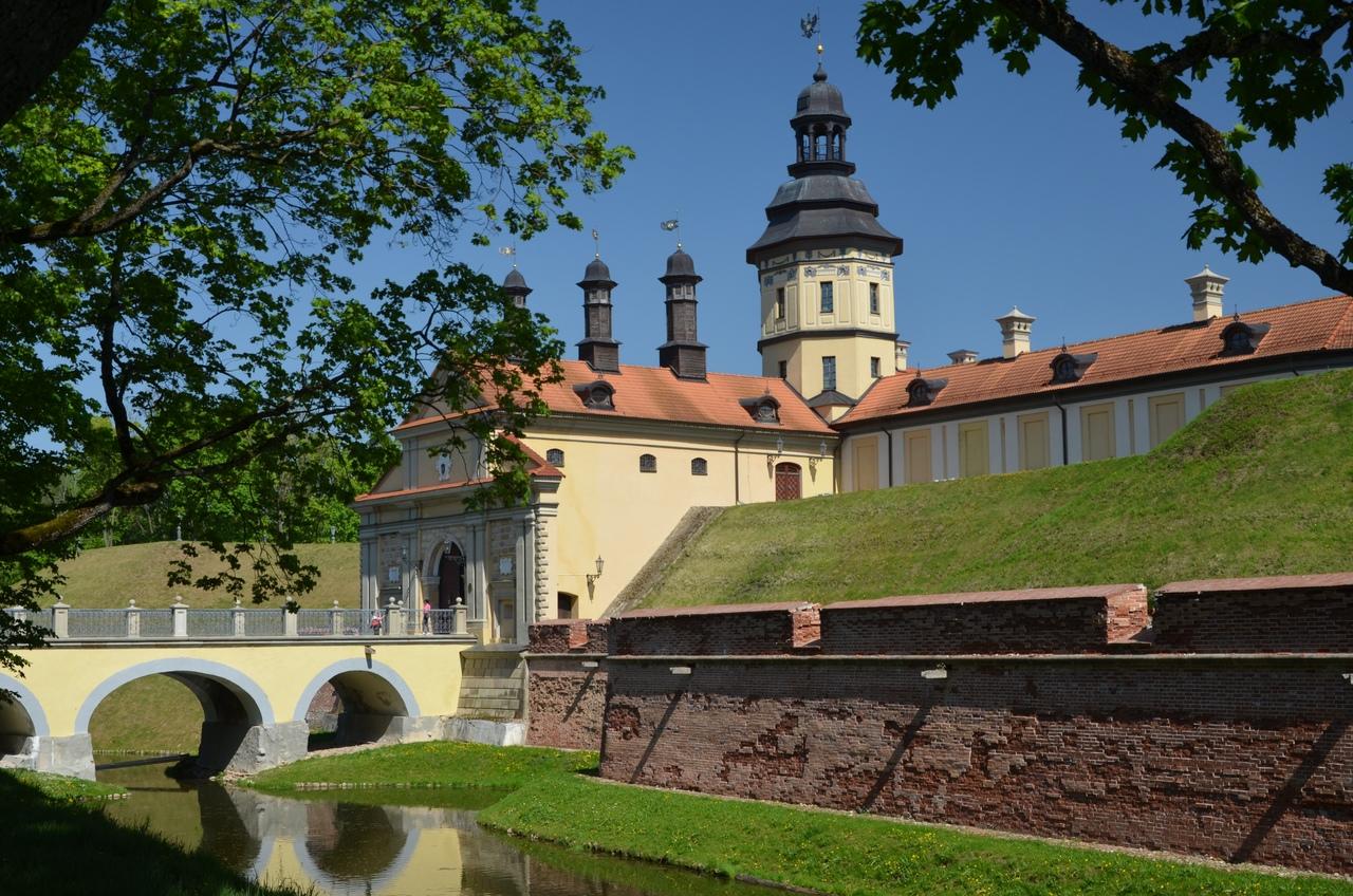 C9ezqE72wm8 Несвиж. Замок в Беларуси.