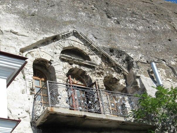 Балкон в скале