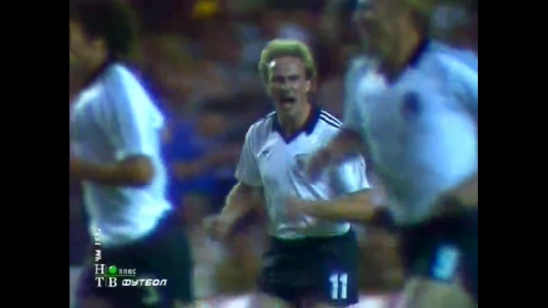 ЧМ-1982. Карл-Хайнц Руммениге (ФРГ) - мяч в ворота Франции
