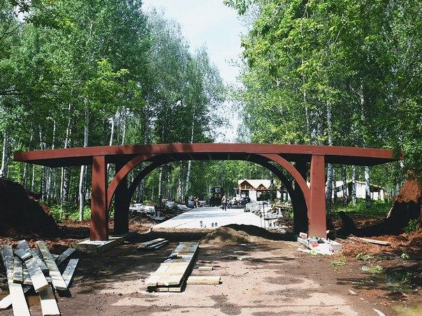 В городском парке в Нижнекамске начали устанавливать эксклюзивный мост