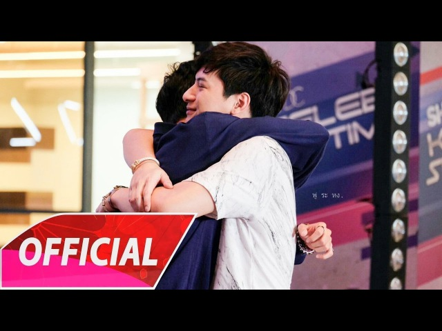 Singto and Krist Hug At Show DC 50 First Date Shopping Race (27/03/2017)