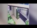 Грабитель взорвал банкомат гранатой